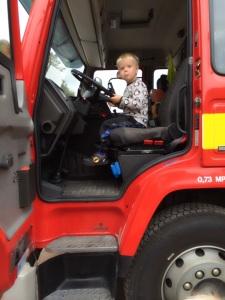 Hannes i brandbilen