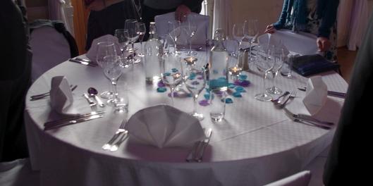 Vårt bord, som vi raskt döpte om till apberget...